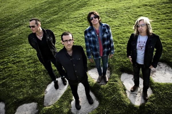Stone Temple Pilots with Chester Bennington (Credit Chapman Baehler)