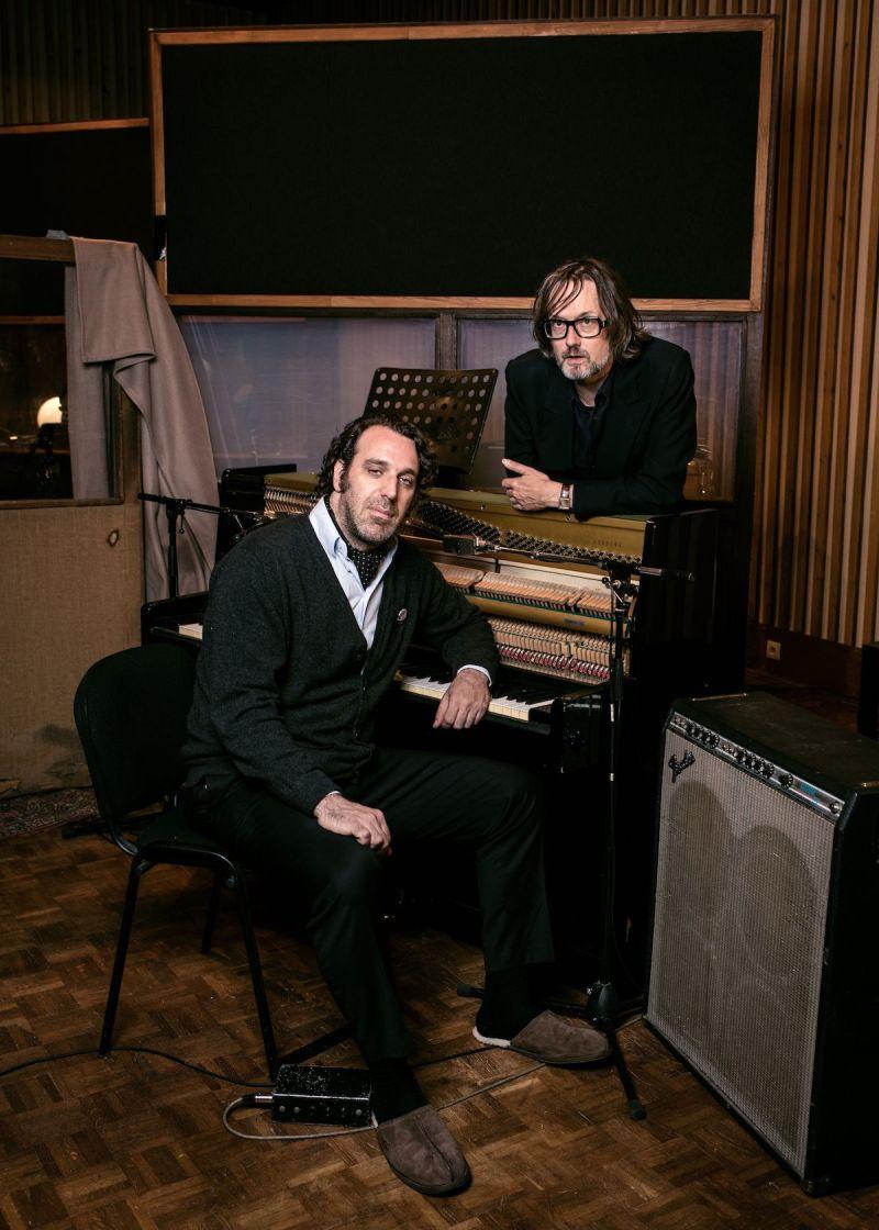 Jarvis Cocker & Chilly Gonzales (Credit Alexandre Isard/Deutsche Grammophon)