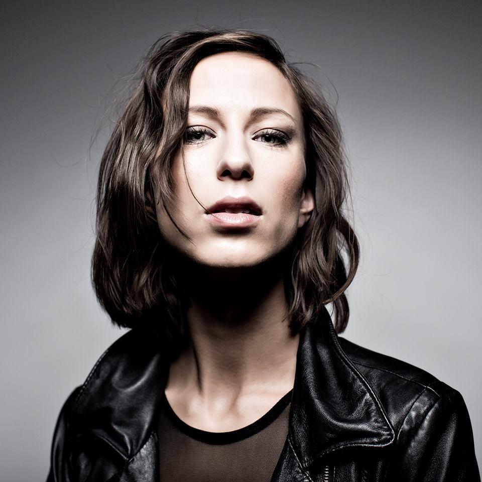 Mathilde Falch - Bag Mine Øjenlåg