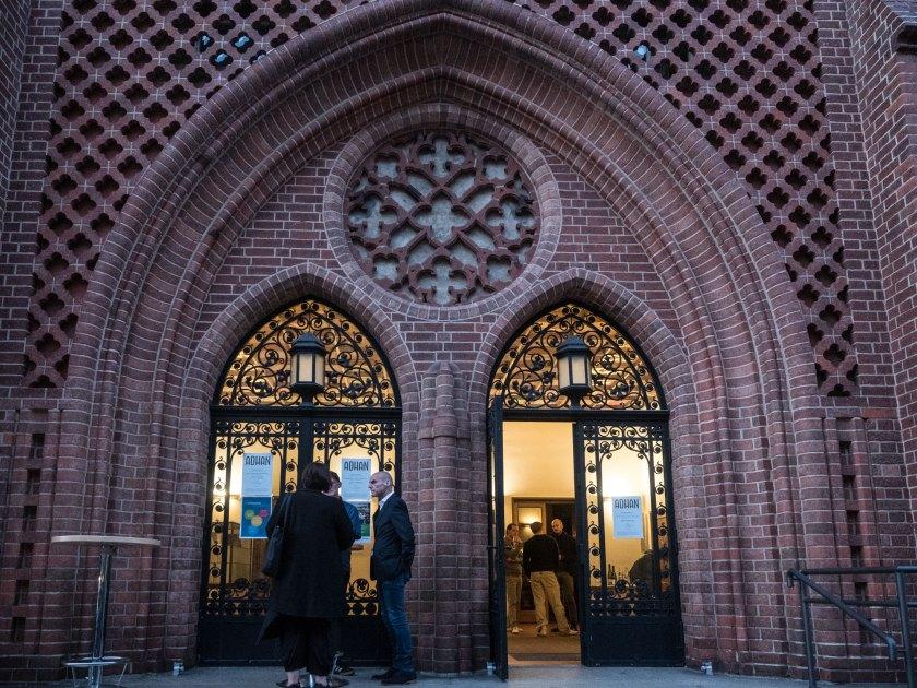 Kirche zum Heilsbronnen, Portal. Foto: Hufner
