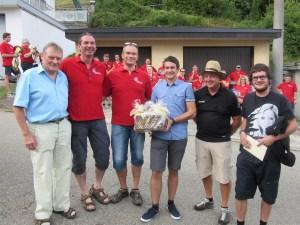 Herbert mit den Vereinsvertretern von MVE, NZE und FCE