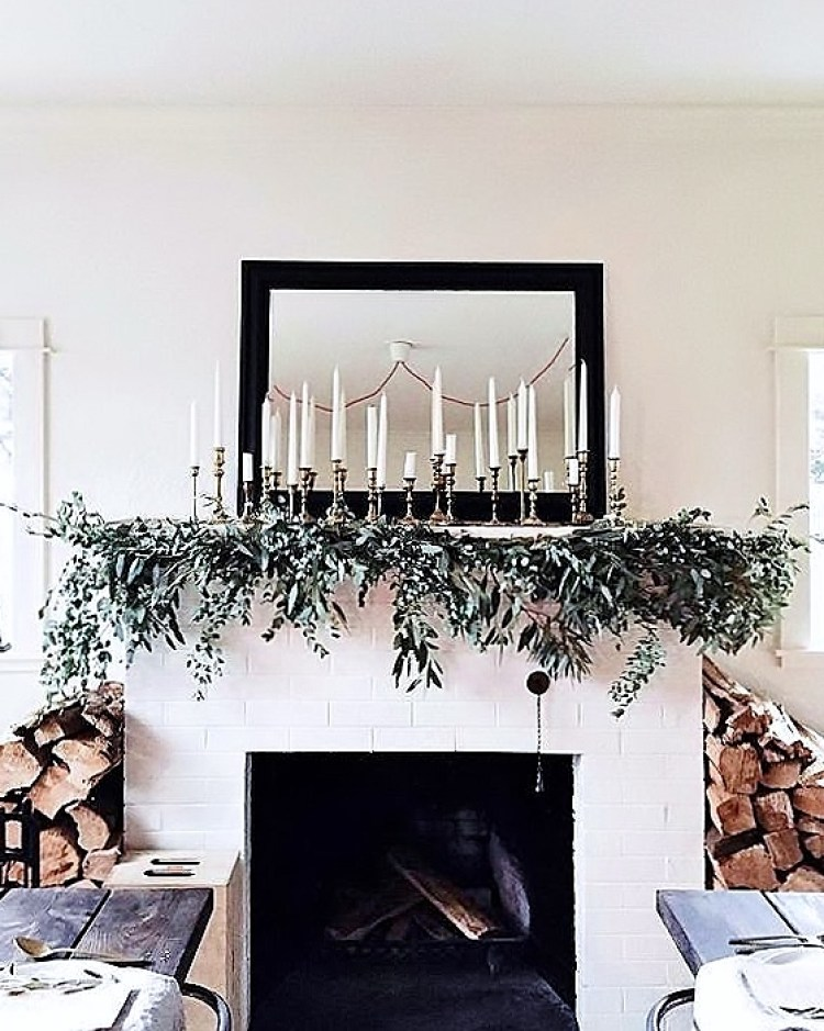 simple-holiday-decor-eucalyptus-and-pine-mantle