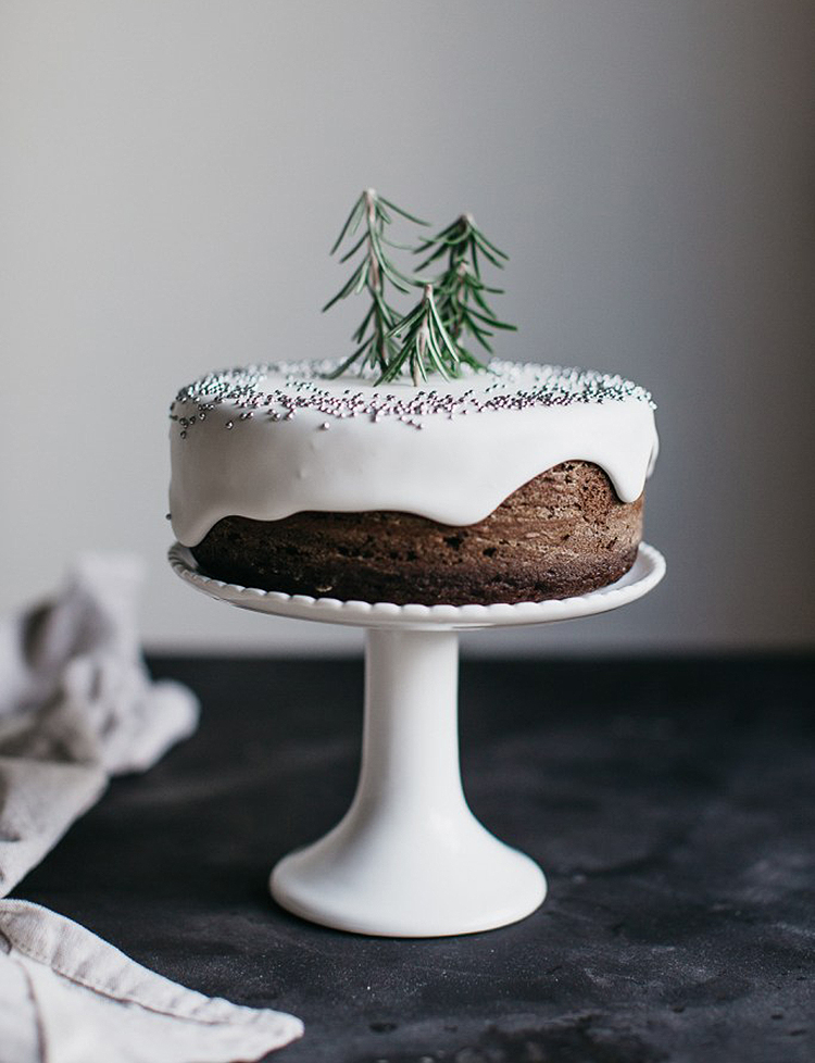 Minimalist Holiday Decor - Cake 6