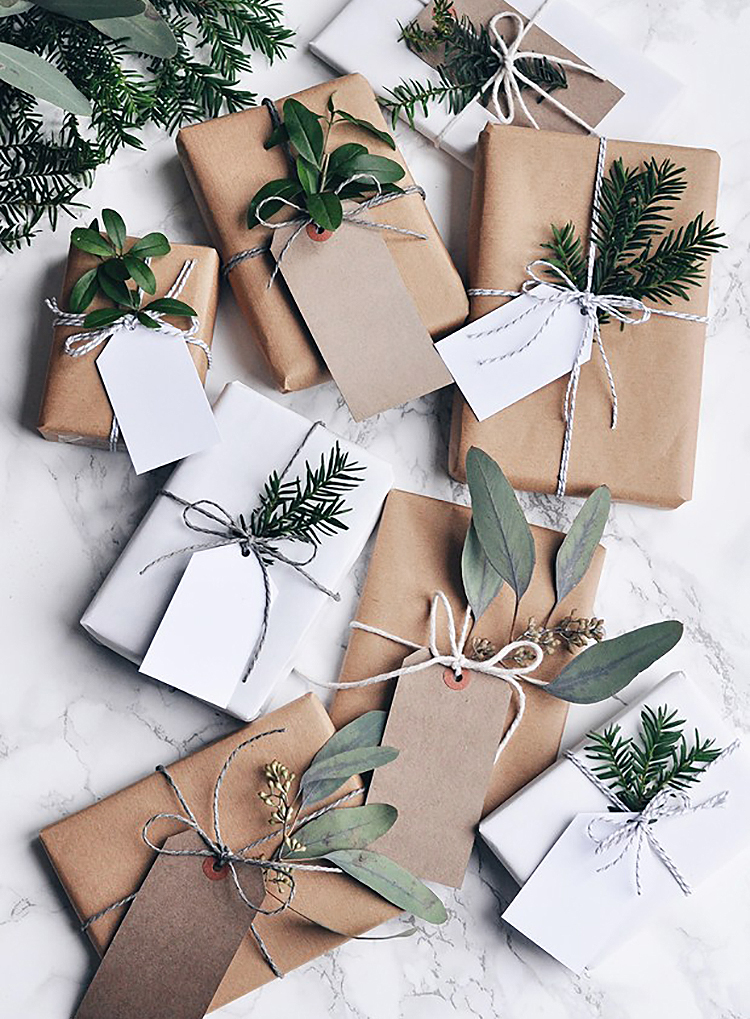 Minimalist Holiday Decor Gift Wrapping