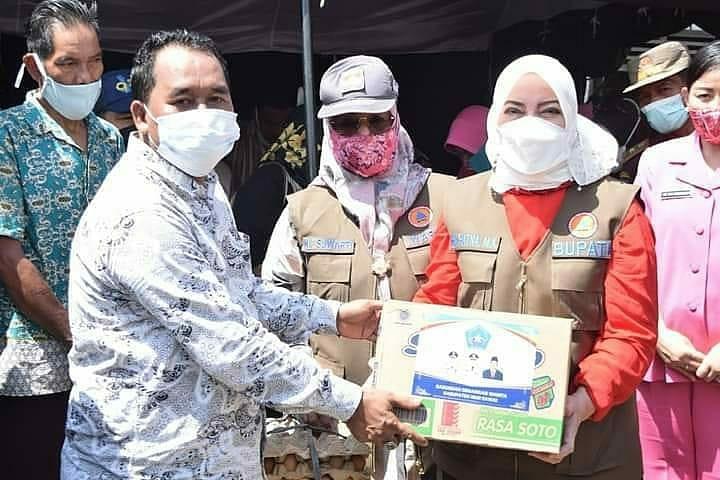 Bupati dan Wabup Salurkan Bantuan Kepada Korban Banjir di STL Ulu Terawas