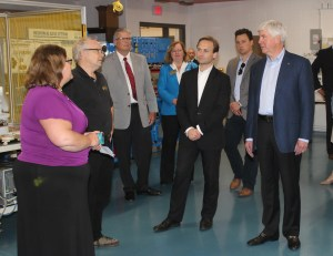 Governor and group tour MCC Sturrus Technology Center