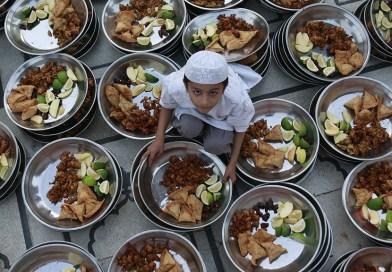 Agar Anak Mengenal Makanan dan Minuman Halal