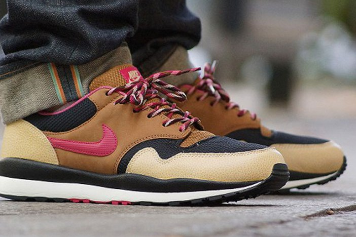 Nike Air Safari Black/Hyper Fuchsia
