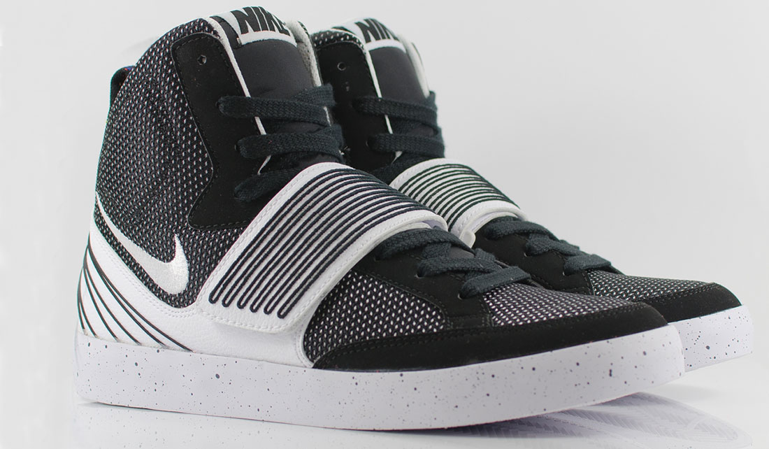 NIKE NSW SKYSTEPPER – WHITE & BLACK