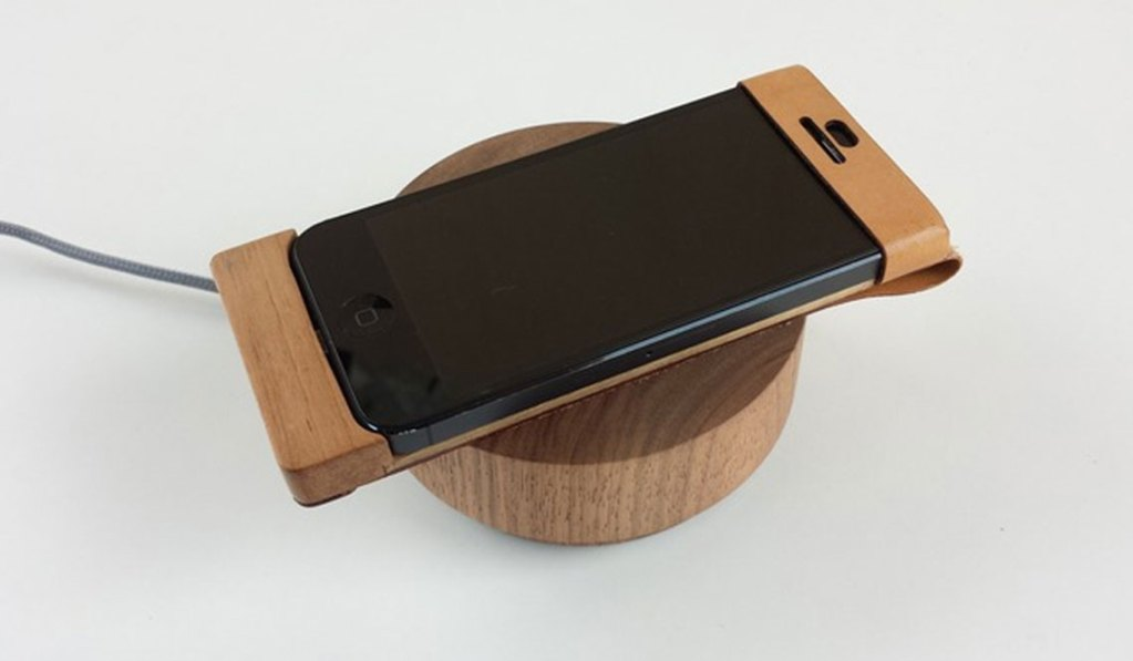 OREE PEBBLE 2 WOODEN WIRELESS CHARGER AND SPEAKER