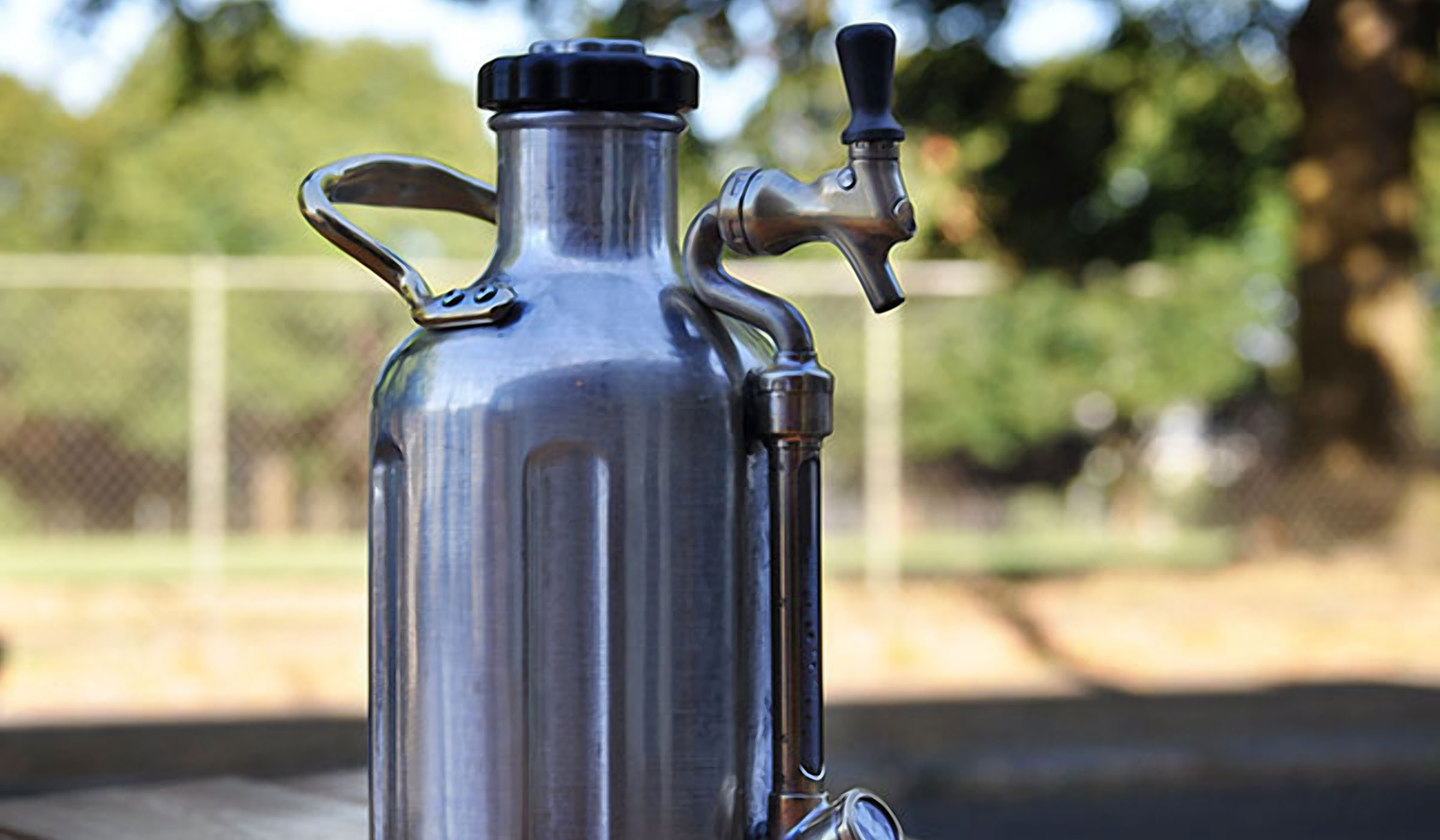 THE UKEG PRESSURIZED GROWLER