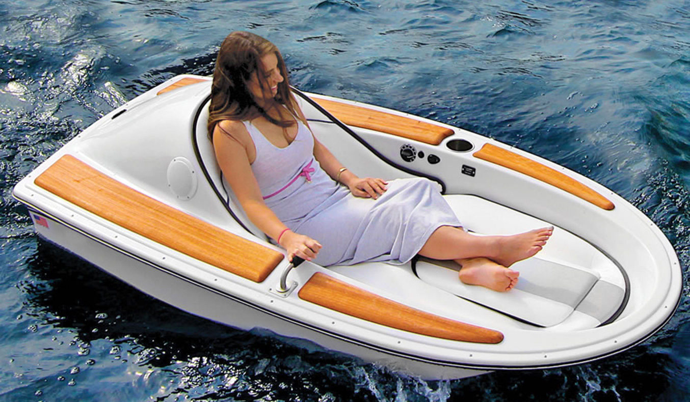 ONE-PERSON ELECTRIC WATERCRAFT