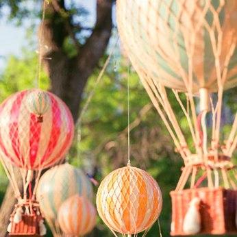 Decoración para Baby Shower con globos aeroestáticos naranjas