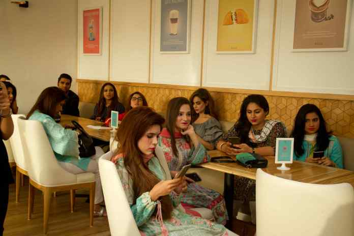 Beauty bloggers and makeup artists at the glowybox meet up