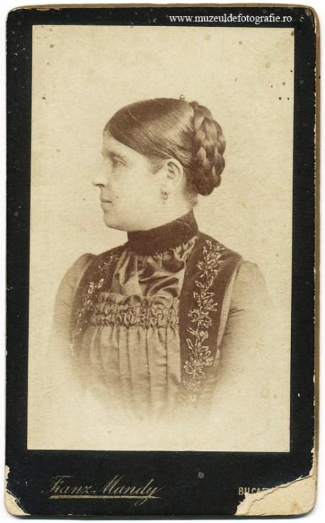 Imagine realizata de Franz Mandy, fotograf al curtii regale cu studio in Bucuresti in Piata Teatrului. Imagine nedatata