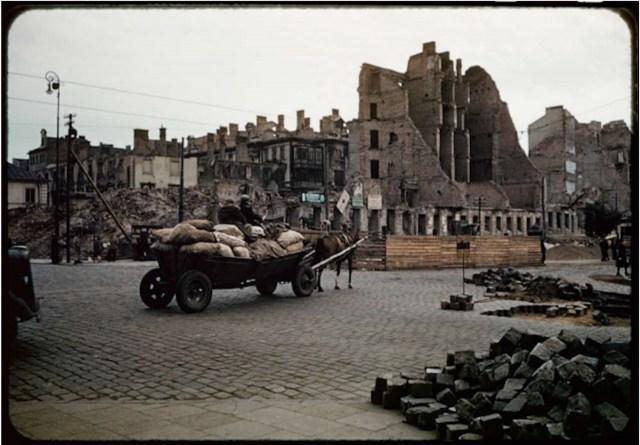 Varsovia in 1947