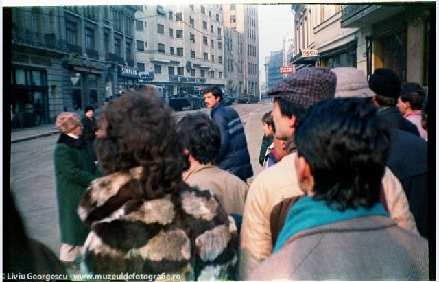 Calea Victoriei in apropierea Cercului Militar - 24.12.1989 - Foto:  Liviu Georgescu