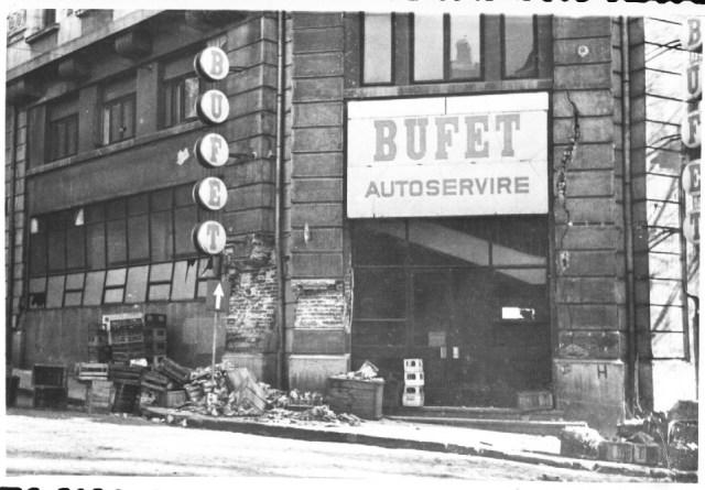 """""""Cladire avariata de cutremur, in spatele cladirii CEC-ului. Bucuresti 7 martie 1977"""""""