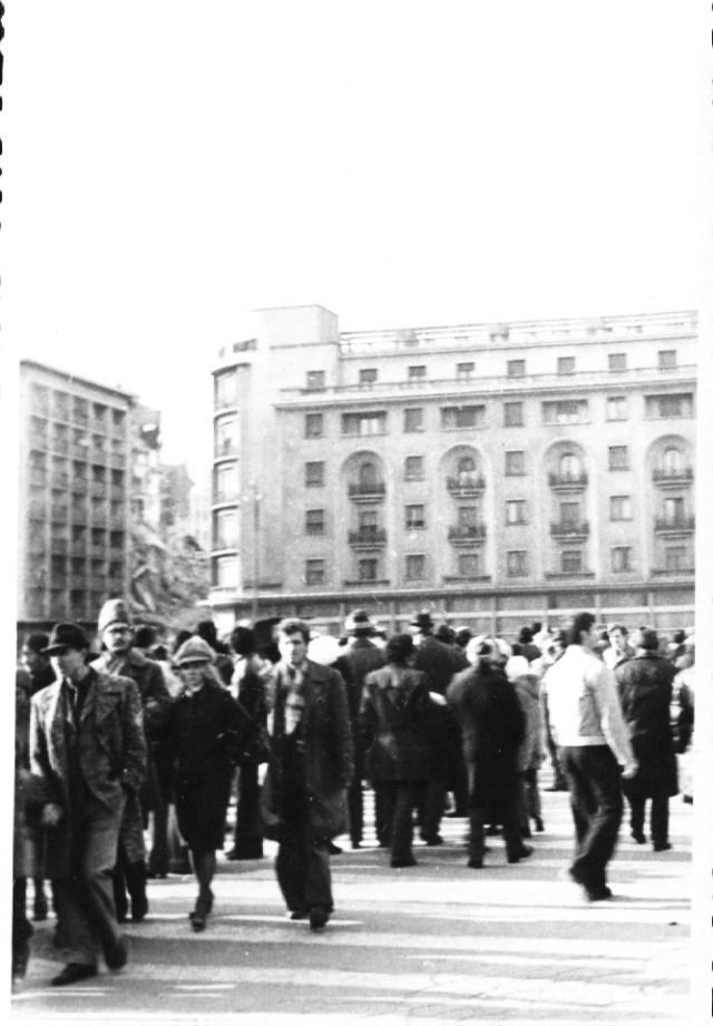 """""""Blocul """"Nestor"""", vis-a-vis de hotelul Athene Palace, pe Calea Victoriei. Bucuresti 7 martie 1977"""""""