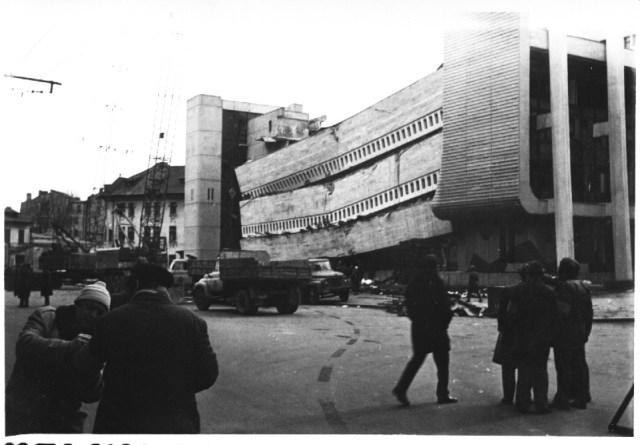 """""""Centrul de calcul al Ministerului Transporturilor si Telecomunicatiilor, pe str. Garii, prabusit in urma cutremurului. Bucuresti 7 martie 1977"""""""