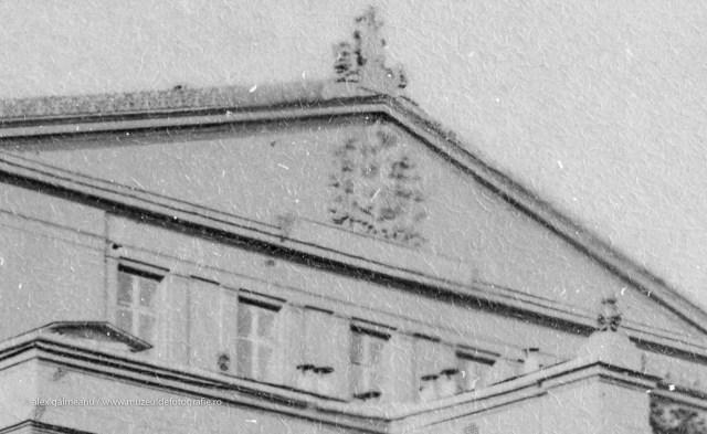 Ornamente pe frontul cladirii