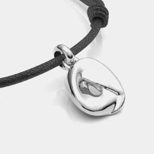 Colgante de cordón y joya artesanal en plata de primera ley del compositor Tchaikovsky sobre la obra El Lago de los cisnes.
