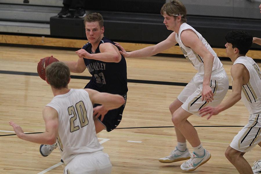 Boys basketball falls to Blue Valley 76-65