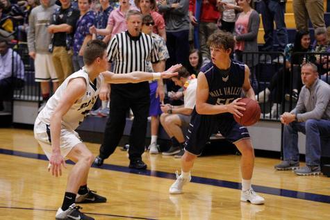 Boys basketball falls to St. Thomas Aquinas