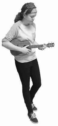 Neve Wheelecor playing the ukulele