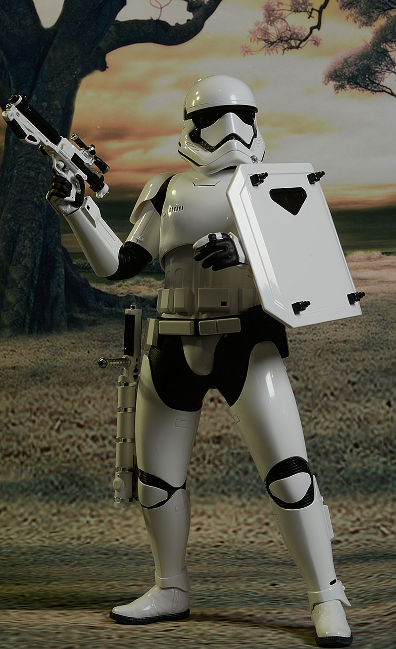 Star Wars Riot Control Stormtrooper 1/6th action figures by Hot Toys