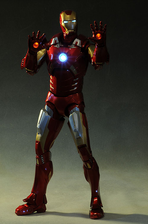 Review and photos of Avengers Iron Man 14 scale action