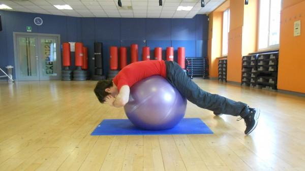 BACK EXTENSION SU FITBALL 1
