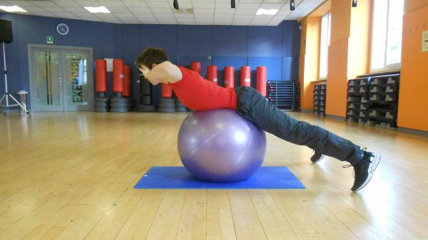 BACK EXTENSION SU FITBALL 2