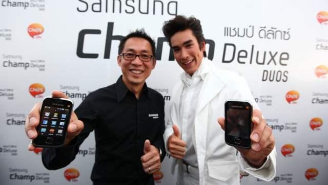 """Samsung ส่ง """"Champ Deluxe"""" ทัชโฟนรุ่นใหม่ควงคู่แอพแชทสุดคูล """"แชทออน"""" แชทได้กับทุกรุ่น เอาใจวัยรุ่นชอบแชท มั่นใจครองตำแหน่งผู้นำทัชโฟน"""
