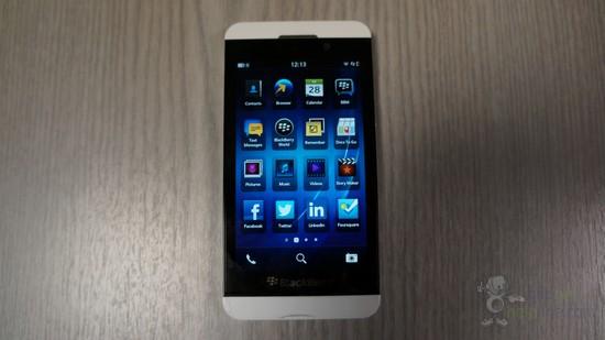 หลุดภาพจริง BlackBerry Z10 สีขาวก่อนเปิดตัวจริงแค่ 2 วัน
