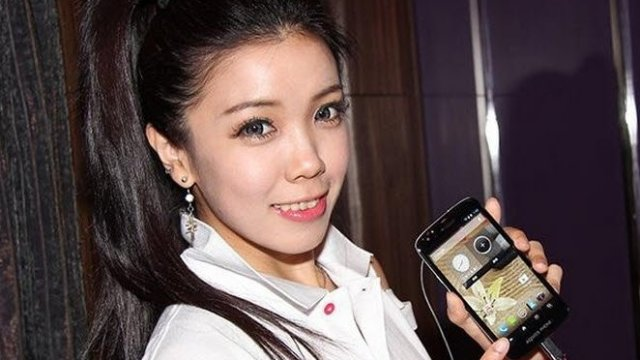 Sharp จากหม้อหุงข้าวสู่โทรศัพท์มือถือ 4 รุ่นแรกในประเทศไทย ประเดิม Sharp SH930W AQUOS Phone