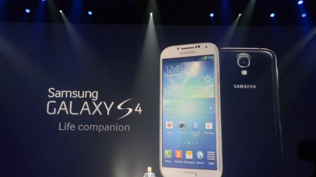 เปิดตัวแล้ว Samsung Galaxy S4 รูปร่างคล้ายเดิมแต่หน้าจอสุดหรูพร้อม Feature ตื่นตาเพียบ (Update 100%)