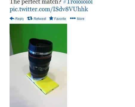 แซะสไตล์ Nokia : คุณจะเอาเลนส์ไปแปะบนกล้องเหรอ??