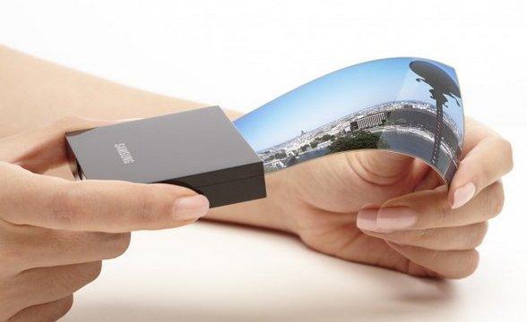 Samsung ข่ม จอเรายืดหยุ่นโค้งงอได้ดีกว่า LG แถมพร้อมขายก่อน