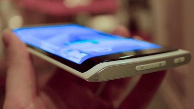 Galaxy S6 จะมากับตัวเครื่องอะลูมิเนียม และหน้าจอป้านออกทั้ง 2 ข้าง