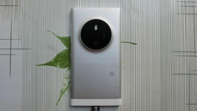 หลุดตัวต้นแบบสมาร์ทโฟนโลหะเน้นกล้องจาก Microsoft คาดว่าน่าจะเป็นตัว High-End ตัวแรกจาก Microsoft