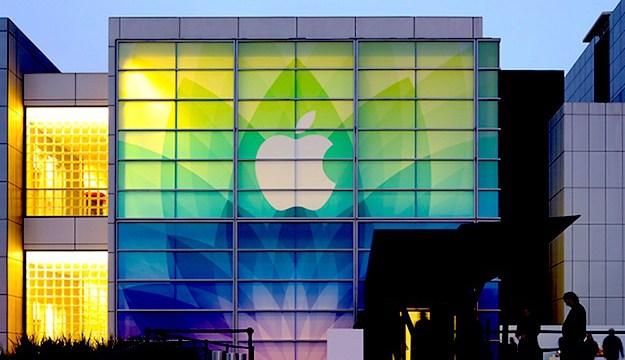Tim Cook ปฏิเสธ Apple จะไม่ผลิตเครื่องลูกครึ่ง MacBook / iPad ออกทำตลาด