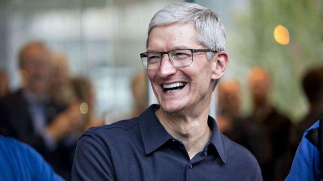 จริงไหมละ!! Tim Cook บอกแค่หยุดกินกาแฟแพงๆ ก็ซื้อ iPhone X ได้แล้ว
