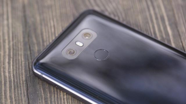 คาด LG เล็งลดต้นทุน นำจอ LCD มาใช้กับเรือธง G7 แทนจอ OLED