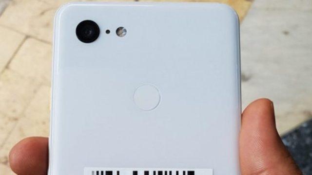 หลุดภาพเครื่องต้นแบบ Google Pixel 3 XL สีขาว จอติ่ง กล้องเดี่ยว