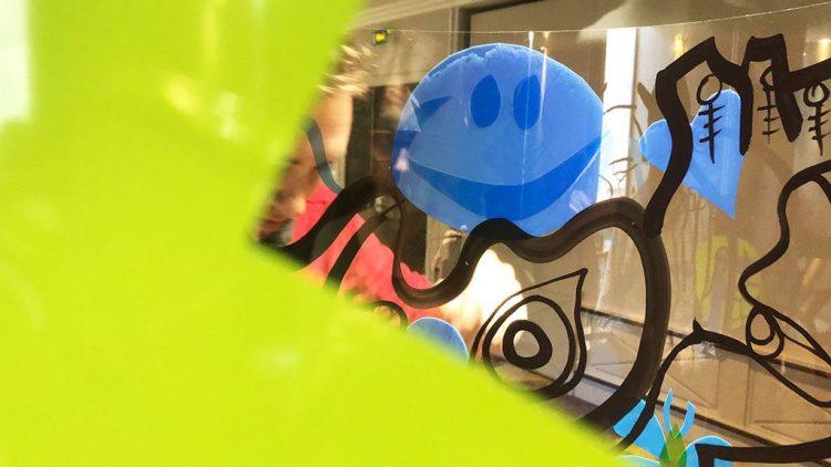 un smilet bleu sympa pour une idée positive lors d'un coaching créatif agilité