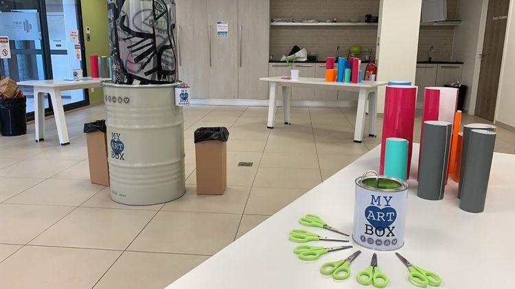 une installation my art box avant un afterwork avce la art box totem box accessible sur le salon préventica
