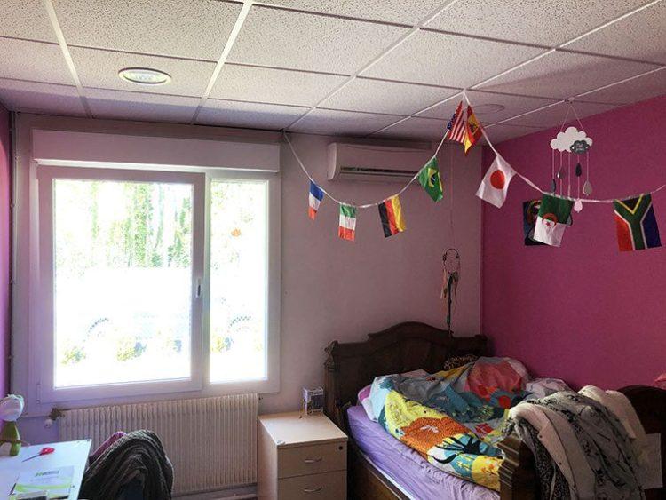 Chambre Rose ou bureau 13,5 m2 Bureaux et Habitation à vendre situés au 1 rue Saint Léonard 69270 Couzon-au-Mont-d'Or