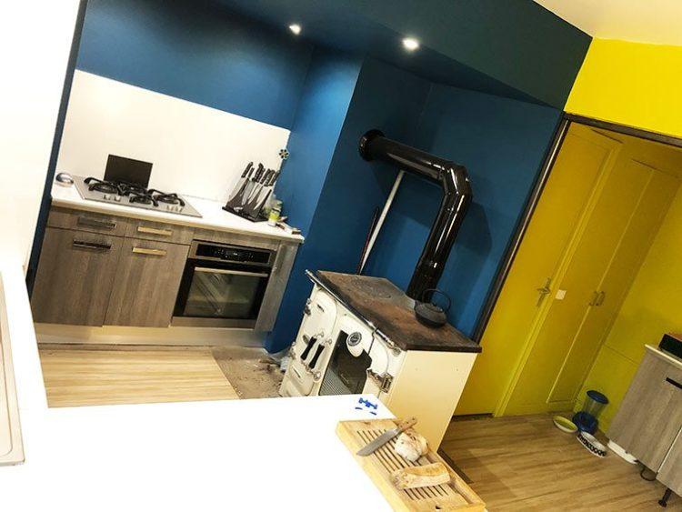 Poêle à Bois de marque Franco Belge Néo-Rétro récent dans cuisine Bureaux et Habitation à vendre 1 rue Saint Léonard 69270 Couzon-au-Mont-d'Or