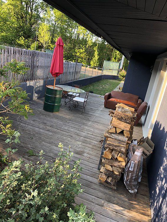 Stock de Bois sur terrasse Ouest dans Bureaux et Habitation à vendre Couzon-au-Mont-d'Or Monts d'Or Lyon Nord